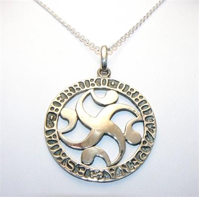 Médaille basque stylisée