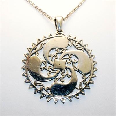 Médaille basque soleil